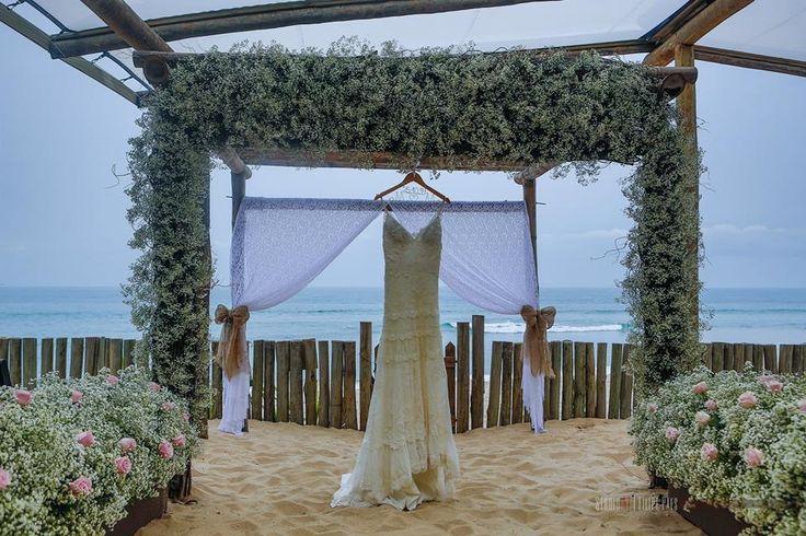 Casamento na Praia   Beach Wedding - Marilia Boaretto & Marcio Gianotto - Blog Tip Lovers. Vestido Yolan Cris.