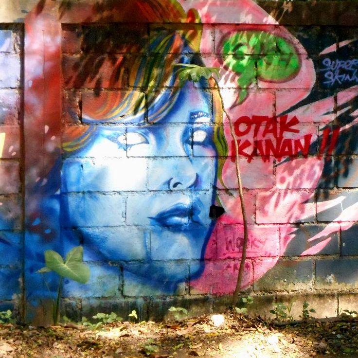 Karya mural di dinding kebun binatang