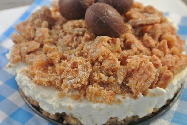 heerlijke taart met stroopwafel, karamel, slagroom en monchou. Door simone80