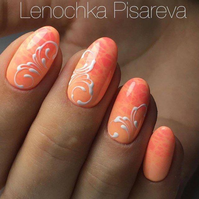 @pelikh_Коралловый маникюр с белыми вензелями - идея летнего дизайна ногтей