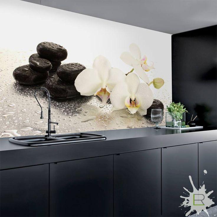 Propozycja do ciemnej kuchni - fototapeta z białymi orchideami. Fototapeta do zamówienia na http://bit.ly/fototapeta-orchidee