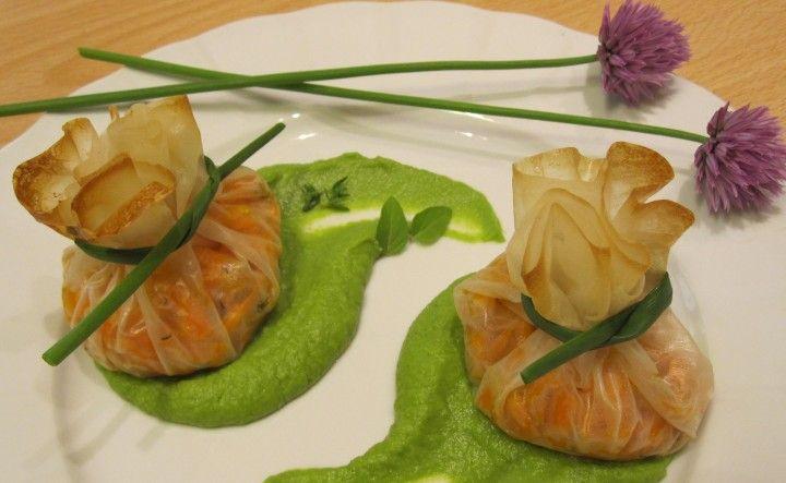 Fagottini ripieni di carote al timo su crema di piselli
