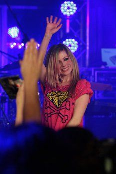Avril Lavigne at another World Famous Rooftop Event Edge produced