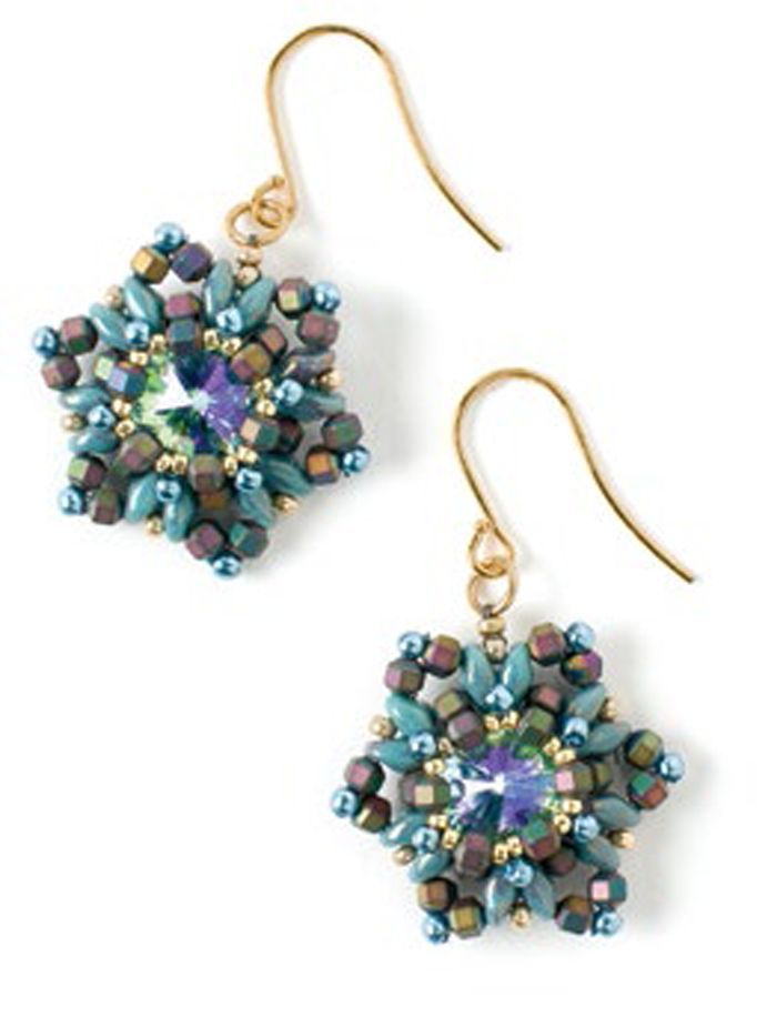 Learn how to make holiday earrings that resemble falling snow for yourself or for someone special this year with this free beading pattern from Beading Daily!