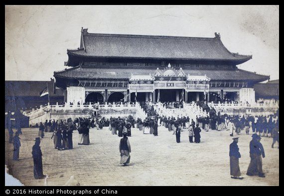 Bowing To The Portrait Of The Late Ex Empress Dowager Cixi Forbidden City Peking Historical Photographs Of China Old Photography Chinese History Old Photos