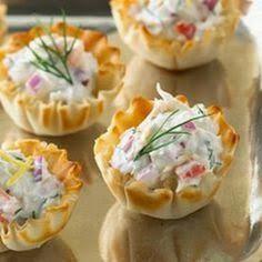 Tortinhas / barquete, recheadas com salpicão ou maionese. Dá prá fazer a maionese hoje, ou pelo menos adiantar os ingredientes. Amanhã é s...