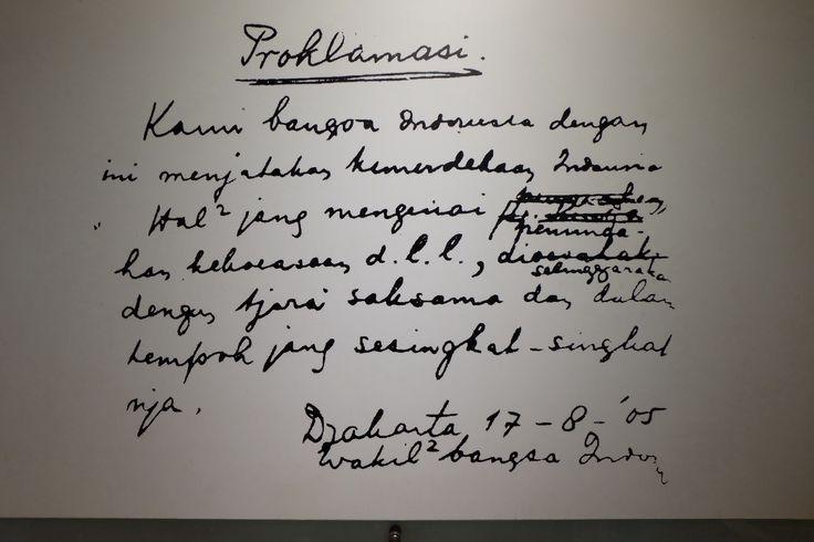 Rumusan naskah proklamasi yang ditulis oleh Bung Karno