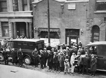 St. Valentines's Day Massacre.  Police and curious onlookers crowd the street in front of the SMC Cartage Company at 2122 North Clark Street as news of the crime spreads across the city. CHM, ICHi-27393 #chicago #history #crime
