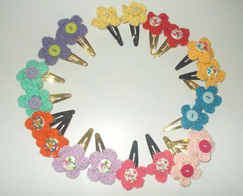 hair-clips with crochet flowers- handmade by Plektologio
