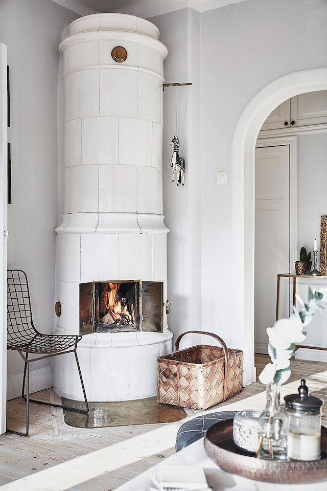 Swedish masonry oven (kakelugn).