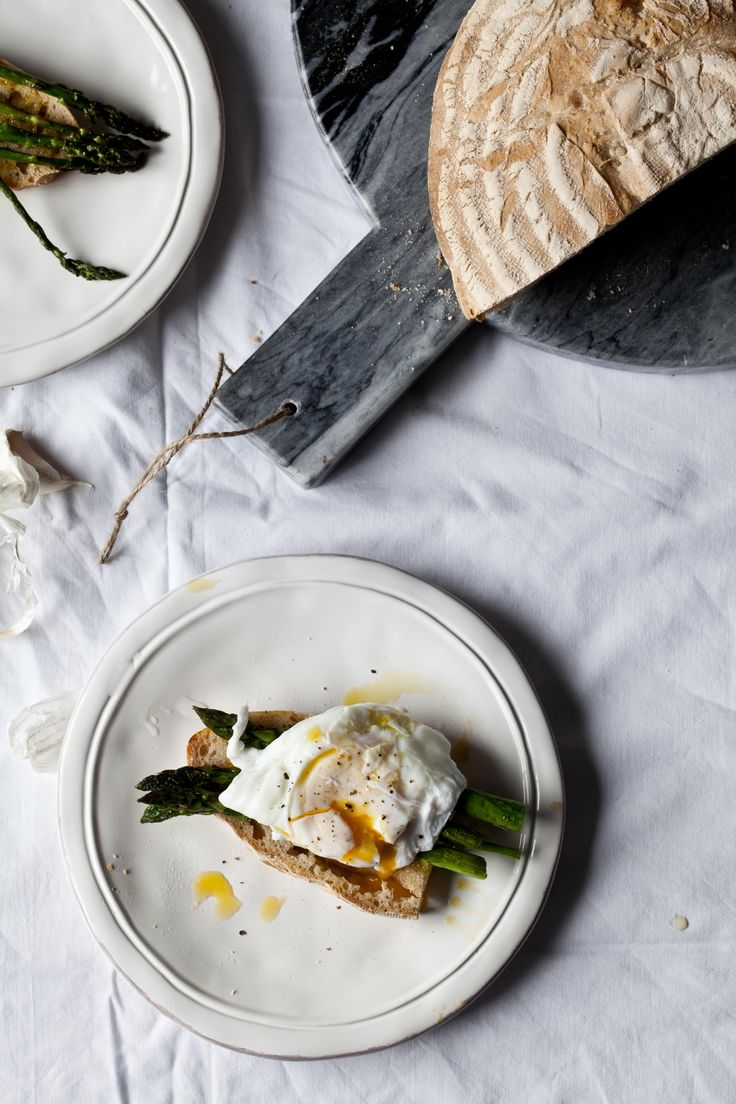 {Sourdough spelt bread with asparagus and poached egg.}