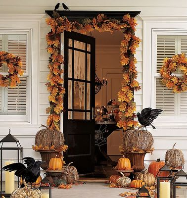 Decorated front porch Decor Halloween Fall: Fall Decoration, The Crows, Halloween Decoration, Falldecor, Decoration Idea, Fall Halloween, Front Doors, Fall Porches, Front Porches
