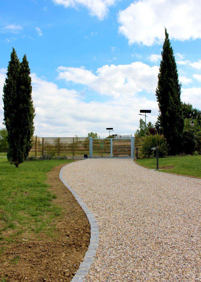 Allées | Constans Paysage allée en dalle stabilisatrice de gravier, nidagravel, bordure pavés granit, entrée, cour, jardin