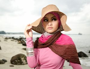 Hijab with hat-must remember this for beach days :)