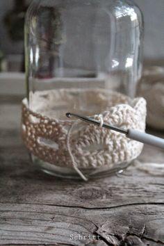 seidenfeins Blog vom schönen Landleben: zart : Dahlien in behäkeltem Glas * DIY * crochet jars & dahlias