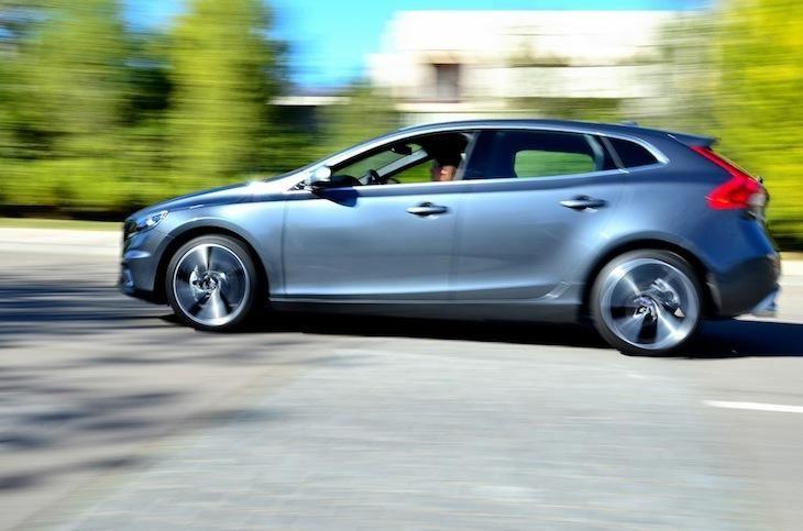 Un excelente automóvil con capacidad de transitar cómoda y ágilmente tanto dentro de la ciudad, como en carretera.