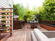 http://www.houzz.fr/ideabooks/64876833/list/zoom-sur-10-petites-terrasses-incroyablement-bien-amenagees