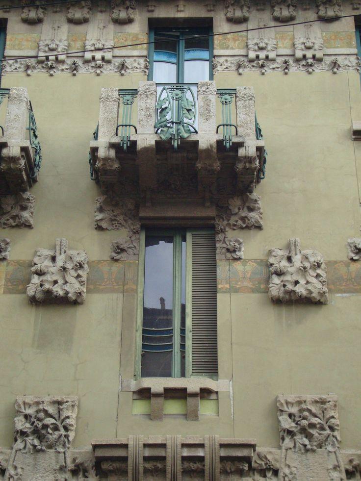 Casa Campanini, via V. Bellini, 11, Milano   Facciata