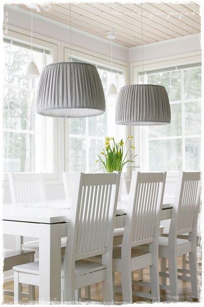 ruokailuryhmä,olohuone,vaalea sisustus,moderni,puupöytä