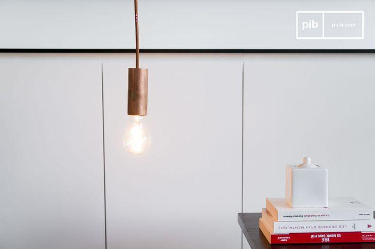 La lampada NUD in rame può essere utilizzata da sola, appesa al soffitto o arrotolata a qualche oggetto, oppure in maniera più originale è possibile combinare più di una di queste lampade e sistemarle sopra di un tavolo da pranzo o in cucina.