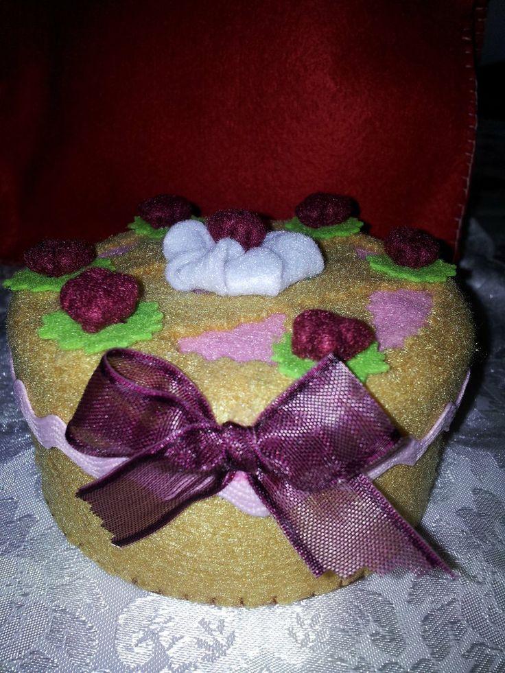 scatola torta in feltro, by Il Fantastico Mondo di Fio, 8,00 € su http://www.misshobby.com/it/oggetti/scatola-torta-in-feltro-2