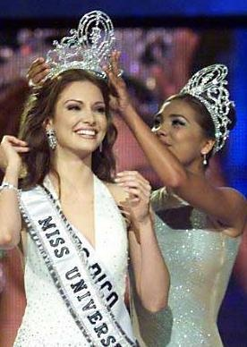my beautiful cousin Denise Quinones won Miss Universe Puerto Rico 2001