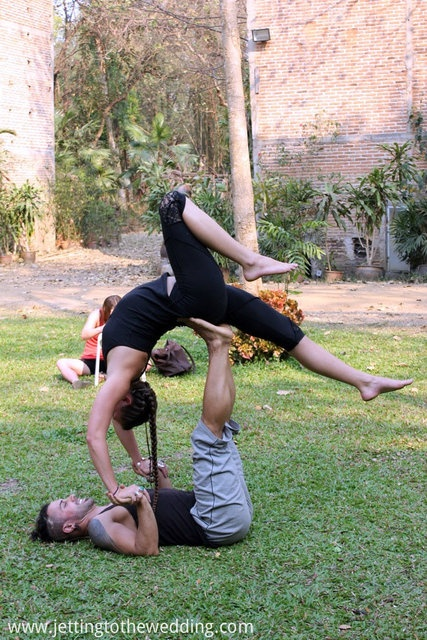 partner acro yoga