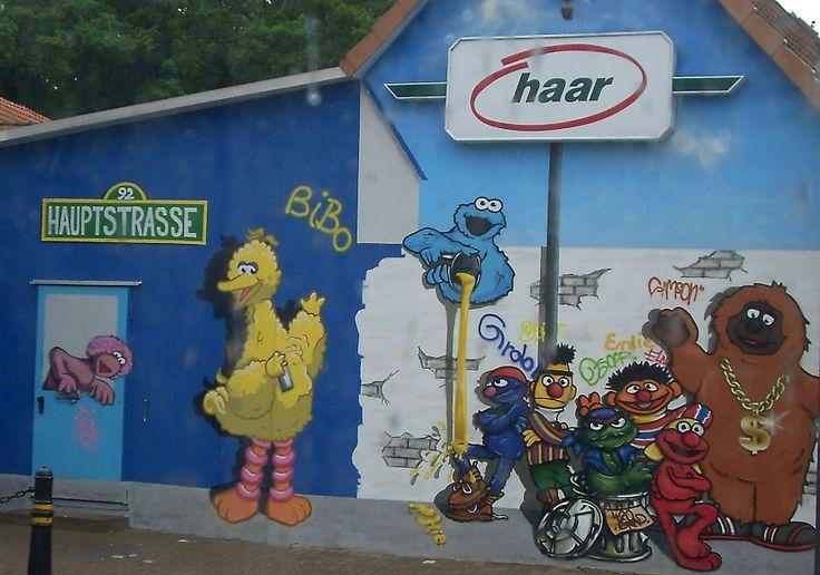 Bibo, Samson und Ernie: In der Hauptstraße von Lilienthal entdecke ich die Bewohner der Sesamstraße