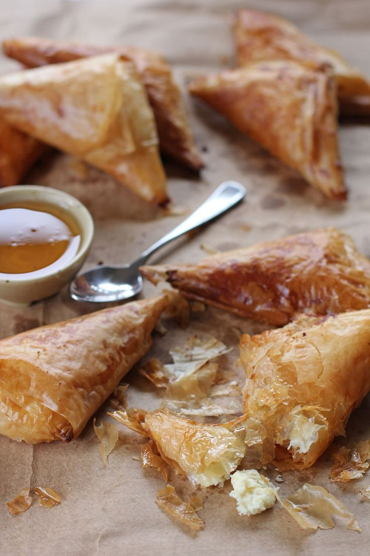 Honey Ricotta Filo Turnovers, this crispy pastry filled with warm smooth ricotta covered with sweet honey, a perfect simple baked snack partnered with tea or coffee.