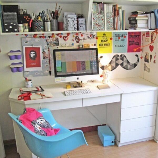 quarto feminino - Ideias para escrivaninha - inclusive caixa azul para guardar fios e caixas do computador (no meu caso usar caixa branca com adesivos dourados)