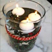 Centrotavola natalizio con candele galleggianti