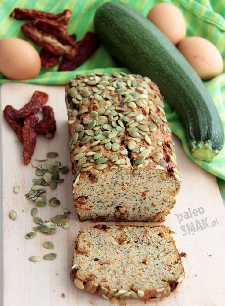 Chleb paleo śródziemnomorski pachnie oszałamiająco, smakuje obłędnie, a w dodatku jest paleo, niskowęglowodanowy, bezglutenowy i bez nabiału.