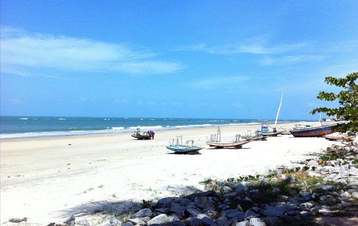 Praia de Flecheiras  Ceará é de se encantar http://www.praiasdefortaleza.net/praia-de-flecheiras-ecologia-encantadora-e-cenarios-naturais/