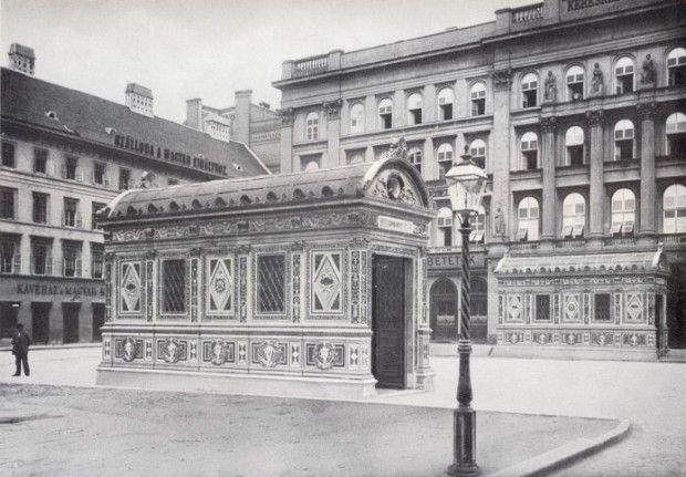 11896. A Gizella ma Vörösmarty téri földalatti lejárói.