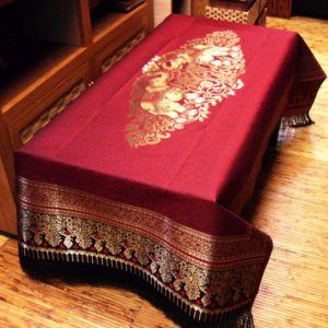 red-gold-tablecloth-3