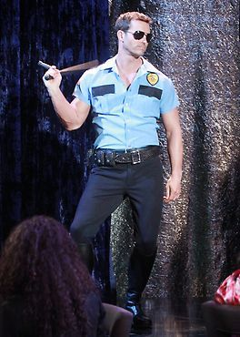 Brady bares it all during the #StripDAYS performance! #Days