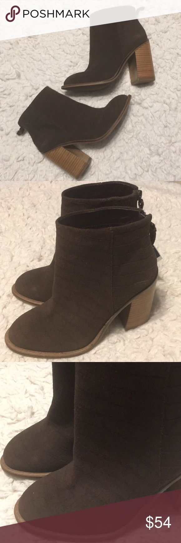 New Kelsi Dagger Brooklyn Brown Booties sz 6.5 New Kelsi Dagger brown leather booties size 6.5. The suede has a snakeskin like texture, zipper in back. Top quality shoes! Kelsi Dagger Shoes Ankle Boots & Booties