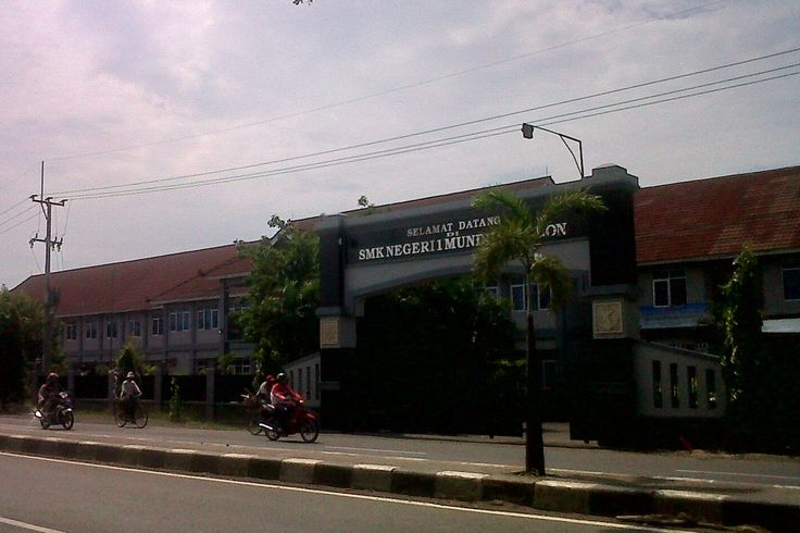 SMKN 1 Mundu Jalan Raya Mundu, Kecamatan Mundu, Kabupaten Cirebon, Jawa Barat, Indonesia. photo cp 20 Juli 2014