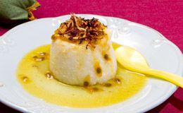Com calda de maracujá com um toque especial de tangerina, o pudim de tapioca da chef Aline Tavares, do Ateliê Be My Guest, tem personalidade e um sabor surpreendente.