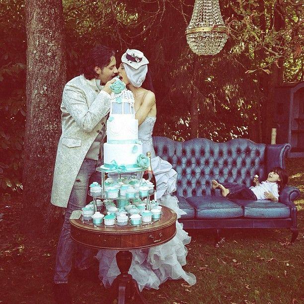 Un matrimonio pic nic e vintage color tiffany, con battesimo, jeans e abito da sposa low cost