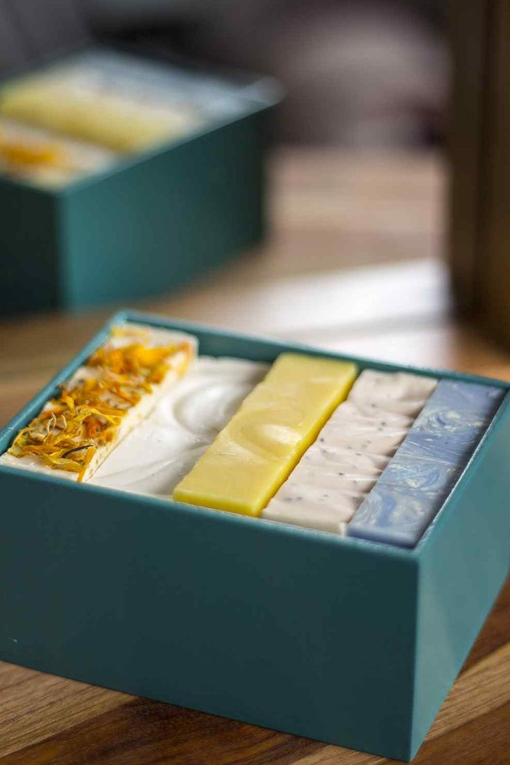 Loofah - Cuidado Natural. Caja de madera de lujo con 5 jabones a base de aceite de oliva variados. El regalo perfecto!
