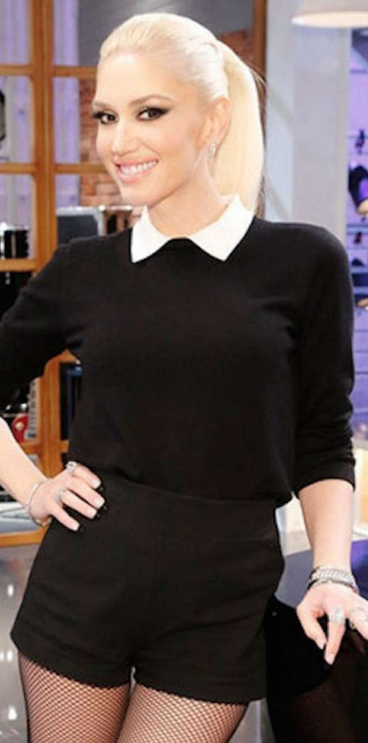 Who made Gwen Stefani's black shorts and white collar sweater?