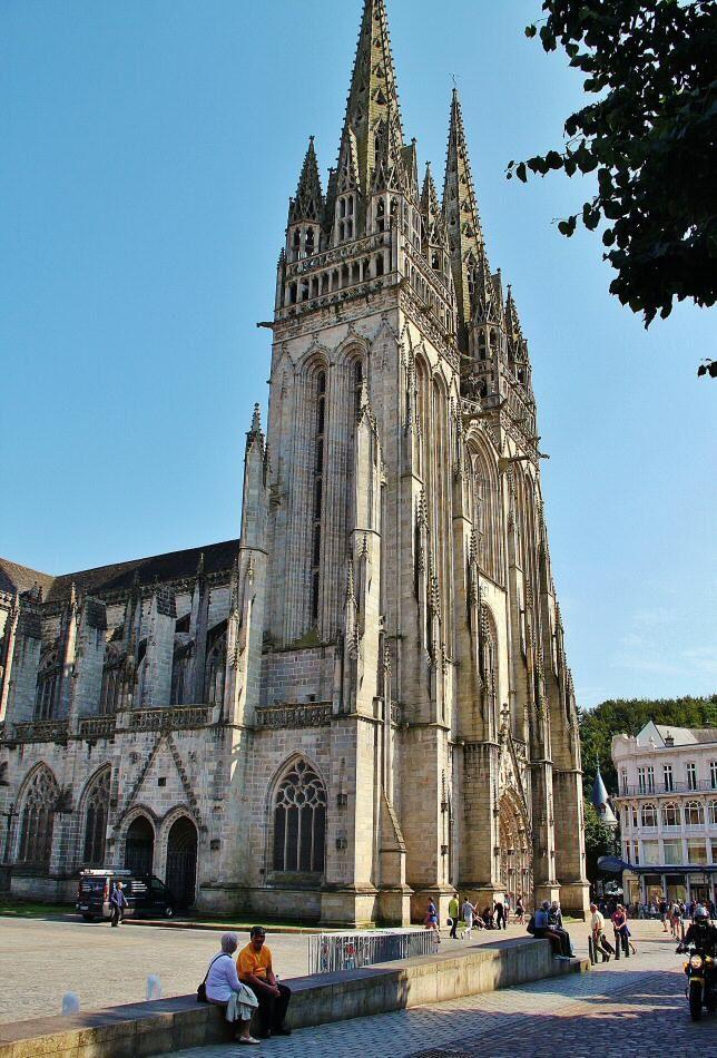 Torres de la catedral gótica de Quimper en Bretaña
