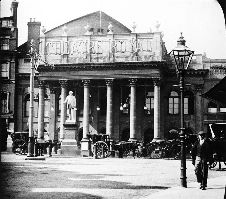 Theatre Royal Nottingham - 1900s. Courtesy of Nottingham Local Studies Library and www.picturethepast.org.uk.