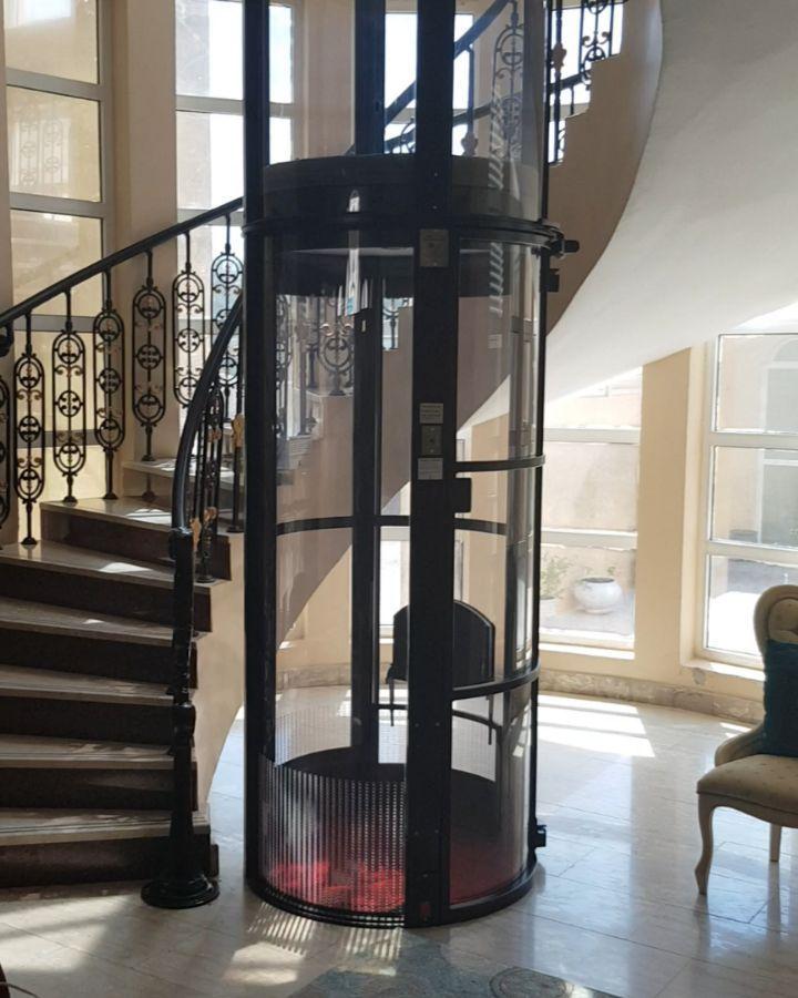أحد مشاريعنا الجديدة في الشارقة مصعد بانورامي دائري حمولة 150كيلو لشخصين مزود بكرسي داخلي قابل للطي لكبار السن Ceiling Lights Home Decor Chandelier