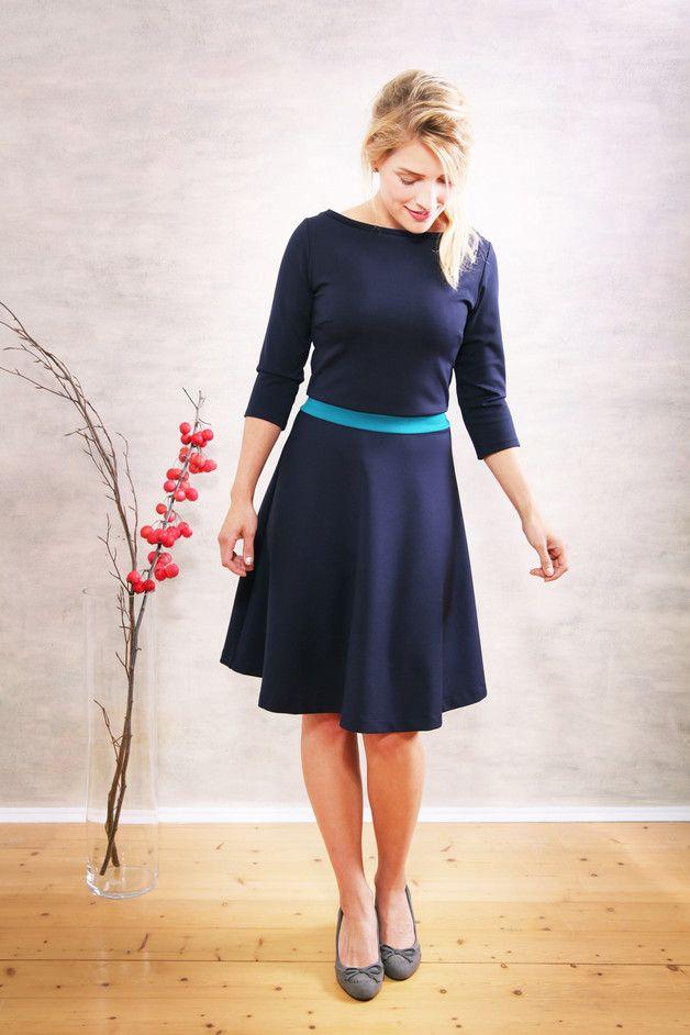 Knielange Kleider - Scarlet Winterkleid marine-petrol - ein Designerstück von Mirastern bei DaWanda