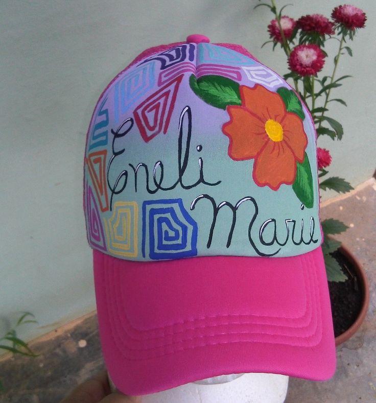 Gorra pintada a mano.  Creacion propia.