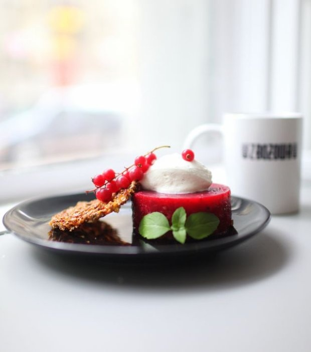 Kawiarnia Zbożowa / Roosevelta 7. Nazwa deseru: Waniliowa kiść i kawa firmowa ? zbożowa orkiszowa