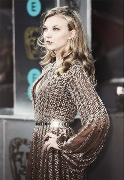 Natalie Dormer in a stunning dress. I love the cartridge pleats at the sleeves.