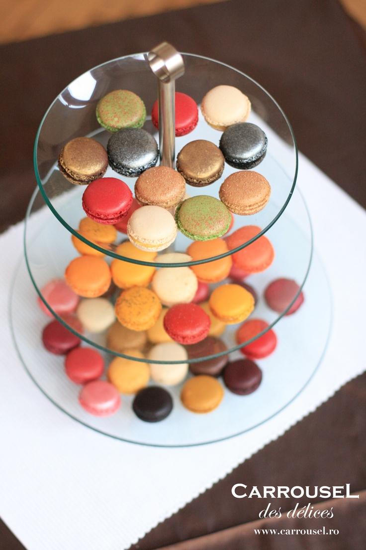 Macarons coloraţi.